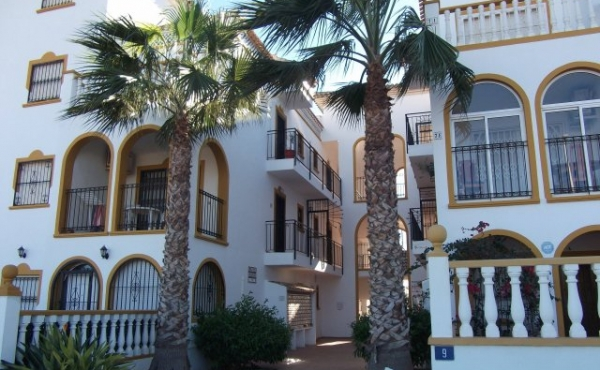 La Zenia 2 Bed Apartment Overlooking Pool