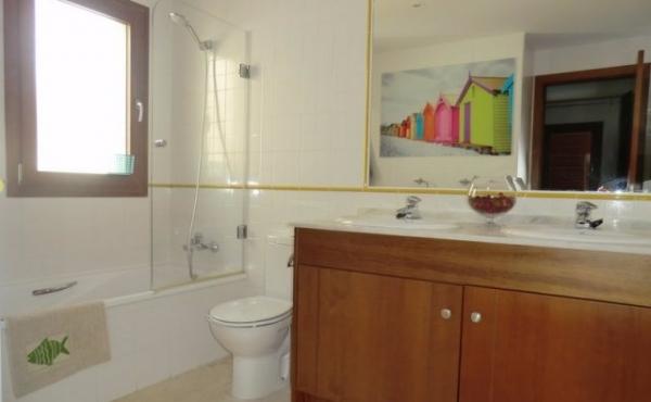 ea_punta_prima_2_bed_luxury_apartment_family_bathroom__JPG